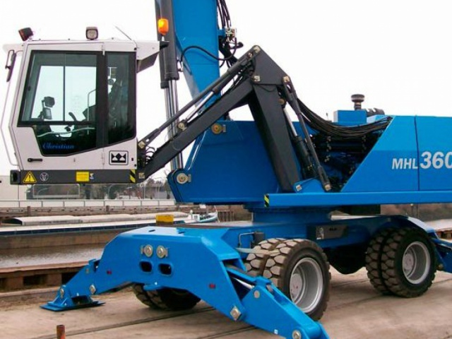 Delivery of mobile hydraulic material loader TEREX FUCHS MHL 360F