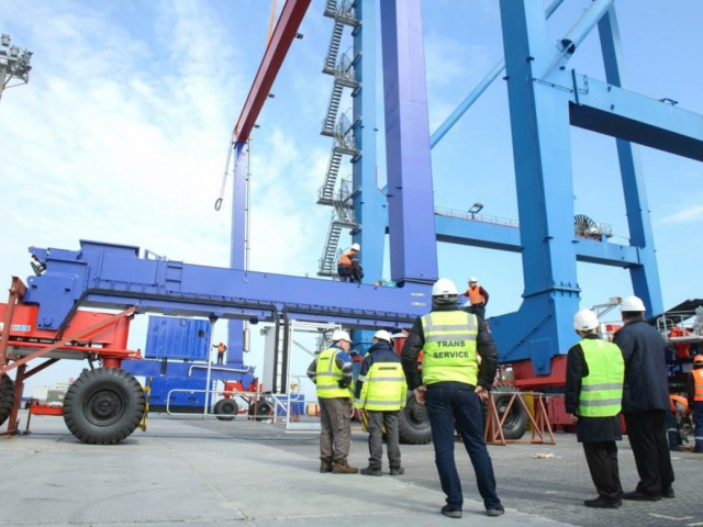 Installation, adjustment and commissioning of pneumatic gantry cranes (RTG'S) manufactured by LIEBHERR